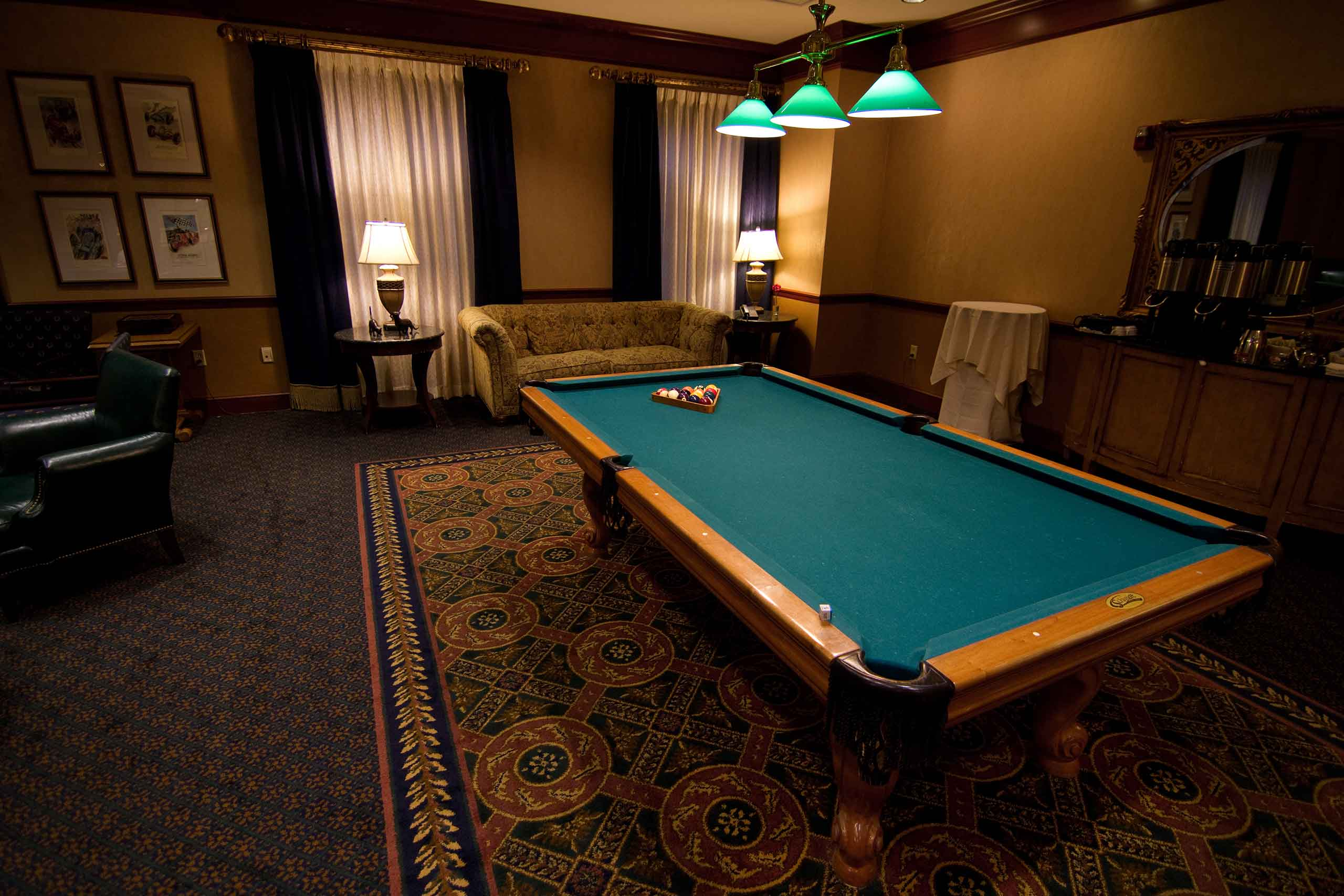 The-Hallmark-of-Creve-Coeur-Pool-Table