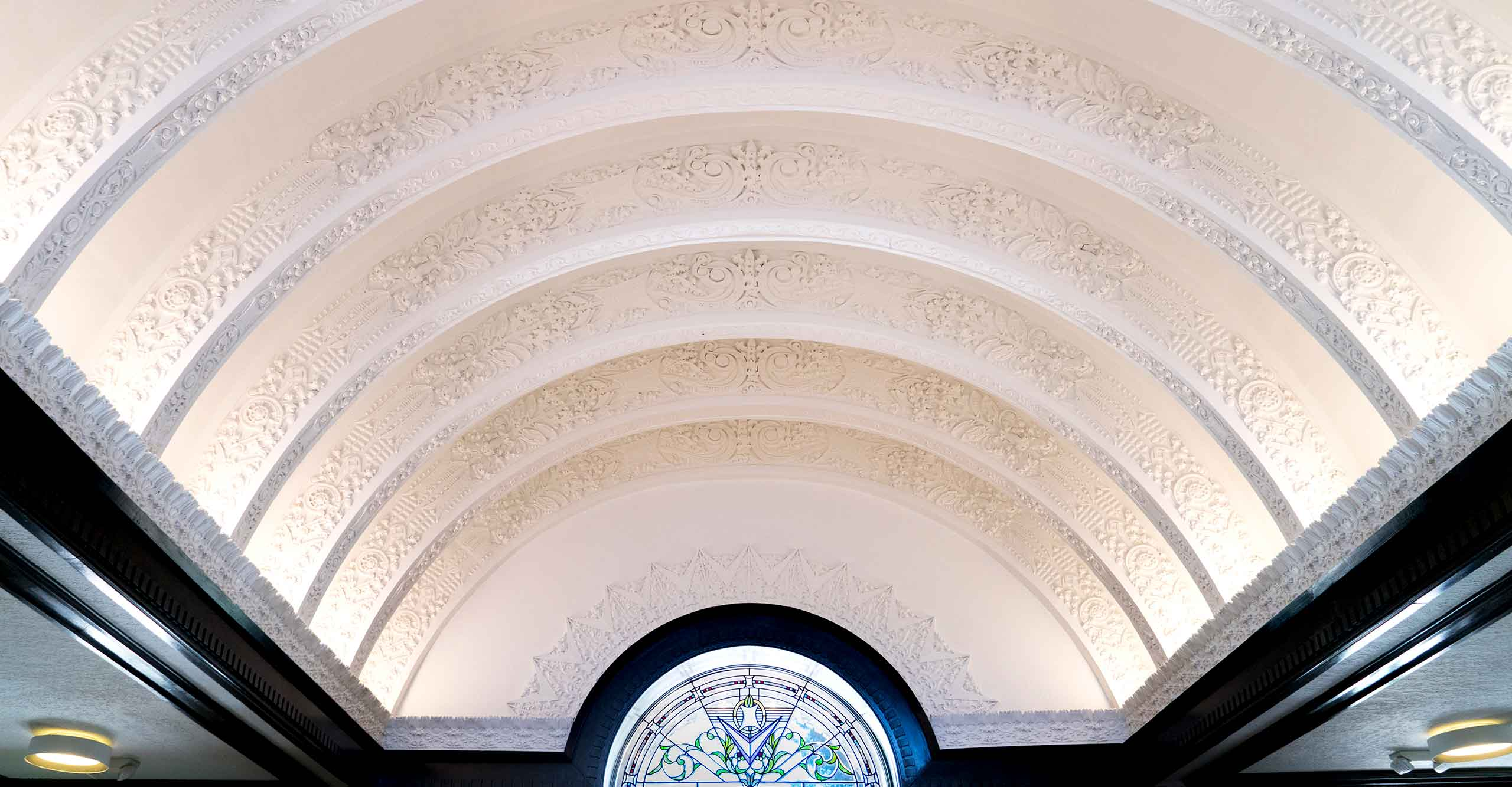 Newbern-Apartments-Lobby-Ceiling